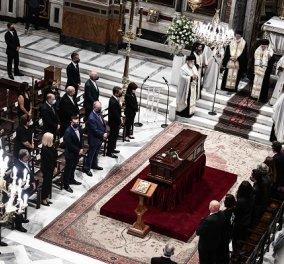 Οι Έλληνες αποχαιρετούν τον Μίκη Θεοδωράκη: Δείτε φωτό & βίντεο από την τελετή στη Μητρόπολη - συγκίνηση στο ύστατο «χαίρε»  - Κυρίως Φωτογραφία - Gallery - Video