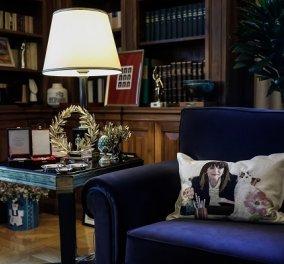«Κουτσομπολιό» προκάλεσε το μαξιλάρι με κέντημα την Πρόεδρο της Δημοκρατίας - Η επιστολή της Ιωάννας Παπαντωνίου (φωτό) - Κυρίως Φωτογραφία - Gallery - Video