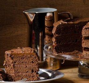 Ένας γλυκό, σκέτος πειρασμός, από τον Στέλιο Παρλιάρο: Κέικ σοκολάτας γεμιστό με τσοκοπάστα - αφράτο & με πλούσια γεύση - Κυρίως Φωτογραφία - Gallery - Video