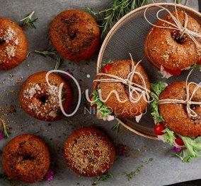 Η Ντίνα Νικολάου προτείνει: Αφράτα bagels ολικής άλεσης - Τέλεια για σάντουιτς αλλά και για το πρωινό - Κυρίως Φωτογραφία - Gallery - Video