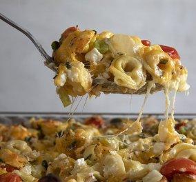 Άκης Πετρετζίκης: Θέλετε να φτιάξετε ένα γρήγορο και νοστιμότατο πιάτο; - Τορτελίνια με τυρί στον φούρνο - Κυρίως Φωτογραφία - Gallery - Video