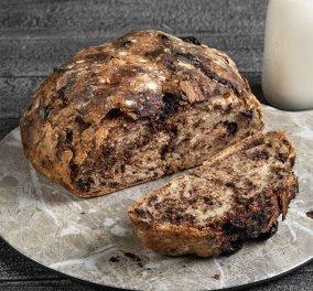 Ο Άκης Πετρετζίκης μας εντυπωσιάζει για άλλη μια φορά:  Ψωμί με κομμάτια σοκολάτας - Απλά ακαταμάχητο  - Κυρίως Φωτογραφία - Gallery - Video