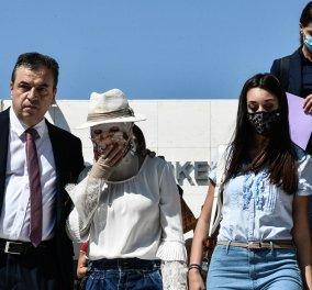 Επίθεση στην Ιωάννα με βιτριόλι: «Το παιδί μου είναι το καλύτερο» είπε η μητέρα της βγαίνοντας από το δικαστήριο (βίντεο) - Κυρίως Φωτογραφία - Gallery - Video