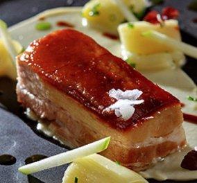 Γιάννης Λουκάκος: Ετοιμάστε ένα γκουρμέ πιάτο με τις οδηγίες του σεφ - Χοιρινή πανσέτα με πράσο μπρεζέ, πουρέ σελινόριζα και σάλτσα κόλιανδρο  - Κυρίως Φωτογραφία - Gallery - Video