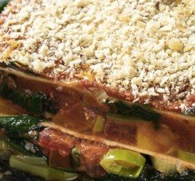 Ο Γιάννης Λουκάκος μας έχει την απόλυτη χορτοφαγική συνταγή - Λαζάνια με σπανάκι, ντομάτα και πράσο - Κυρίως Φωτογραφία - Gallery - Video