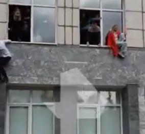 Μακελειό στη Ρωσία: Ένοπλος άνοιξε πυρ σε πανεπιστήμιο - 8 νεκροί, οι φοιτητές πηδούσαν από τα παράθυρα (φωτό - βίντεο) - Κυρίως Φωτογραφία - Gallery - Video