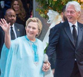 """Η Χίλαρι Κλίντον σε πολύ τρυφερή αγκαλιά με τον Μπάρακ Ομπάμα - Γιατί δεν θα """"ζηλέψει"""" η Μισέλ τις """"αγαπημένες Ομπάμα αναμνήσεις""""; (φώτο) - Κυρίως Φωτογραφία - Gallery - Video"""