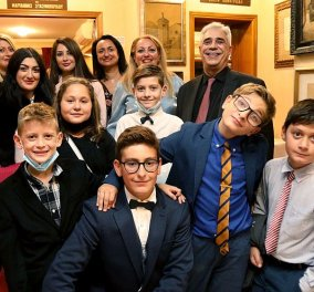 Ο 14χρονος Δημοσθένης - Δημήτριος Δεσποτίδης παρουσίασε την πρώτη του ποιητική συλλογή - Τα παιδιά έδωσαν έναν δροσερό τόνο στην όλη βραδιά (φωτό) - Κυρίως Φωτογραφία - Gallery - Video