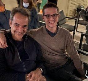 Βραδινή έξοδος για τον Κυριάκο και τον Κωνσταντίνο Μητσοτάκη: Πατέρας & γιος είδαν μαζί τη νέα ταινία του James Bond (φωτό) - Κυρίως Φωτογραφία - Gallery - Video
