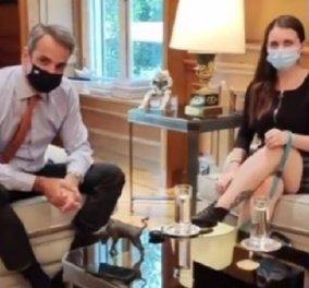 Ο Κυριάκος Μητσοτάκης στο TikTok με την Άννα: Η τυφλή κοπέλα έφερε τον πρωθυπουργό στην πλατφόρμα με τους 1 δισ. users (βίντεο) - Κυρίως Φωτογραφία - Gallery - Video