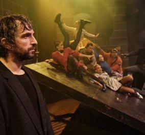 """""""Ο Ρινόκερος"""" : Το αριστούργημα του Ιονέσκο επιστρέφει στο θέατρο Κιβωτός με τον Άρη Σερβετάλη  - Κυρίως Φωτογραφία - Gallery - Video"""