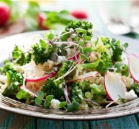 Ο Δημήτρης Σκαρμούτσος προτείνει μία πεντανόστιμη και θρεπτική σαλάτα με μπρόκολο, ραπανάκι και φέτα - Κυρίως Φωτογραφία - Gallery - Video