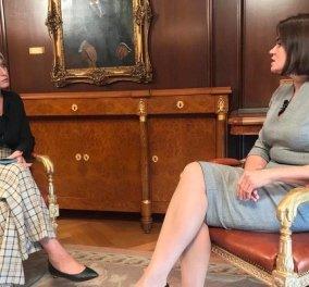 Η Σία Κοσιώνη πήρε συνέντευξη από μια ισχυρή Λευκορωσίδα: Η καρό παντελόνα & τα μαύρα, φλατ σκαρπίνια (φωτό & βίντεο) - Κυρίως Φωτογραφία - Gallery - Video