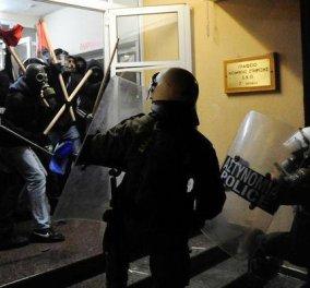 Reuters: Σε αυτό το βίντεο 1 λεπτού αποτυπώνεται το χάος στο κέντρο της Αθήνας - Τι έγραψαν τα διεθνή ΜΜΕ!  - Κυρίως Φωτογραφία - Gallery - Video