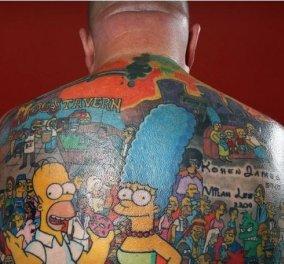 Πορωμένος με τους Simpsons! Ούτε ένα, ούτε δύο, αλλά... 203 τατουάζ με τους ήρωες της δημοφιλής σειράς cartoon έχει αυτός ο Αυστραλός! (φωτό) - Κυρίως Φωτογραφία - Gallery - Video