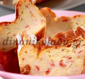 Η χρυσοχέρα Ντίνα Νικολάου μας ετοιμάζει ένα λαχταριστό κέικ με με τυρί, ζαμπόν και ντομάτα! Πεντανόστιμο! - Κυρίως Φωτογραφία - Gallery - Video