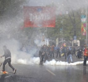 Πλατεία Ταξίμ: Επεισόδια με ΜΑΤ & διαδηλωτές που... τήρησαν το έθιμο της Πρωτομαγιάς - Κυρίως Φωτογραφία - Gallery - Video