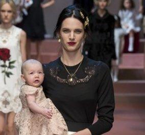 Υπέροχες μαμάδες με τα μωρά τους στην αγκαλιά λικνίστηκαν στη πασαρέλα των Dolce & Gabbana - Μόδα από κούνια λοιπόν! (Slideshow - Βίντεο) - Κυρίως Φωτογραφία - Gallery - Video