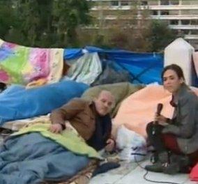 Μέσα από το sleeping bag και με σύνθημα ''σπάστε τον καναπέ'' ξεκίνησε την απεργία πείνας στο Σύνταγμα ο Βουλευτής του ΣΥΡΙΖΑ Γιάννης Μιχελογιαννάκης! - Κυρίως Φωτογραφία - Gallery - Video