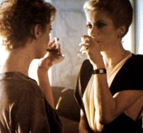Vintage: Η διάσημη ερωτική σκηνή του ''The Hunger'' που διακόπηκε από ένα πιστόλι! - Κυρίως Φωτογραφία - Gallery - Video