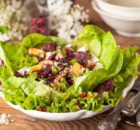Μιά πεντανόστιμη πράσινη σαλάτα με φρούτα, κολοκυθόσπορο, ηλιόσπορο και μανούρι από τα χεράκια της Αργυρώς - Κυρίως Φωτογραφία - Gallery - Video