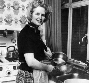 Η φωτογραφία της ημέρας: Η Μάργκαρετ Θάτσερ, μια μέρα μετά την εκλογή της «τιμόνι» του κόμματος των Συντηρητικών, μαγειρεύει στην κουζίνα της - Κυρίως Φωτογραφία - Gallery - Video