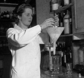 Η φωτογραφιά της ημέρας: Η Μάργκαρετ Θάτσερ στο χημείο παρασκευής παγωτού!  - Κυρίως Φωτογραφία - Gallery - Video