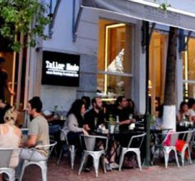 Αχ αυτή η πλατεία Αγίας Ειρήνης με τα μπαράκια της, τα καφέ και τα bistrots έγινε το hot σημείο της Αθήνας της κρίσης (φωτό)  - Κυρίως Φωτογραφία - Gallery - Video