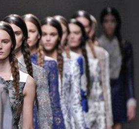 Valentino: Mία επίδειξη μόδας με.. έργα τεχνης Haute Ccouture όπου πρωταγωνιστούν το κέντημα, η λεπτομέρεια, η υπερβολή για τον ερχόμενο χειμώνα (βιντεο)  - Κυρίως Φωτογραφία - Gallery - Video