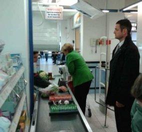 Smile: Είμαι η Μαίρη Παναγιωταρά - Άνγκελα Μέρκελ και ψωνίζω στο Super Market μία μέρα πριν ξαναγίνω αρχόντισσα της Γερμανίας! (φωτό) - Κυρίως Φωτογραφία - Gallery - Video
