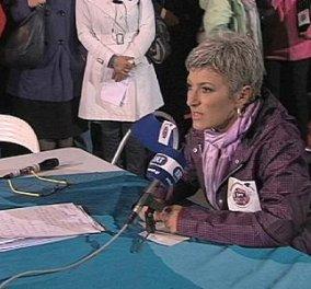 Το υπαίθριο δελτίο ειδήσεων της ΕΡΤ με παρουσιάστρια την Αγλαΐα Κυρίτση που είπε ειδήσεις σε φορτισμένο κλίμα! (βίντεο) - Κυρίως Φωτογραφία - Gallery - Video