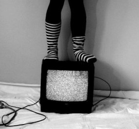 ΜΜΕ - Mέσα μαζικού ελέγχου: Πως η τηλεόραση ελέγχει τη σκέψη και τη συνείδηση μας! - Κυρίως Φωτογραφία - Gallery - Video