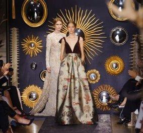 Ας χαθούμε στην κυριολεξία στις δαντέλες, στα βελούδα - νοερά έτσι;- της υψηλής ραπτικής του Valentino γιατί το θέαμα  είναι σαν από Χριστουγεννιάτικο παραμύθι - Κυρίως Φωτογραφία - Gallery - Video