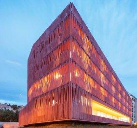 Το εκπληκτικής αρχιτεκτονικής κτήριο που βλέπετε, με την κοραλλένια όψη, είναι φοιτητική εστία στη Γαλλία-Δείτε το και ζηλέψτε...! (φωτογραφίες)  - Κυρίως Φωτογραφία - Gallery - Video