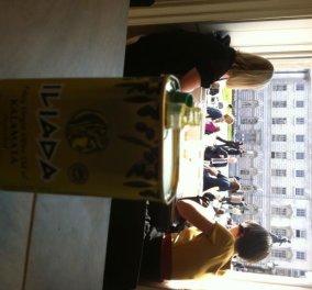 Τι κάνει η Νικολοπούλου όταν βλέπει να σερβίρουν το ελληνικό λάδι ΙΛΙΑΔΑ σε ωραίο καφέ του Λονδίνου;  - Κυρίως Φωτογραφία - Gallery - Video