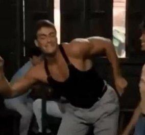 Smile: H κόντρα Τσακ Νόρις - Ζαν Κλοντ Βαντάμ καλά κρατεί, όταν ο δεύτερος του... κλέβει τις γυναίκες! Μην το χάσετε! (βίντεο)  - Κυρίως Φωτογραφία - Gallery - Video