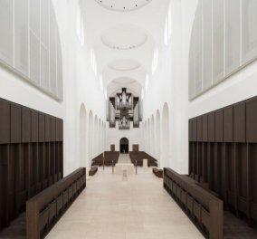 Υπέροχες φωτογραφίες: Πως μια εκκλησία 1000 ετών ανακαινίστηκε με ευαισθησία κι έγινε ένας μοντέρνος και λειτουργικός ναός (φωτό) - Κυρίως Φωτογραφία - Gallery - Video