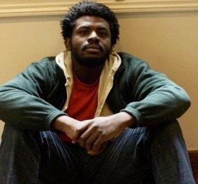 Story of the day: Με λένε Μιχάλη, είμαι μαύρος. Γεννήθηκα το '80 στην Αθήνα, στο «Μητέρα». Δεν έχω πάει ποτέ Νιγηρία. Γλώσσα μου τα ελληνικά, παλεύω να μην τρελαθώ με νύχια και με δόντια! - Κυρίως Φωτογραφία - Gallery - Video