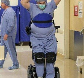 Fotostory της ημέρας: θαυμάστε τον γιατρό που έμεινε παράλυτος το 2010 και τώρα  χειρουργεί πάνω σε αναπηρικό stand up καρότσι- Μαθήματα ζωής !!! (φωτό) - Κυρίως Φωτογραφία - Gallery - Video