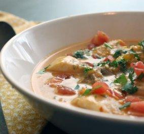Βραζιλιάνικη ψαρόσουπα με γάλα καρύδας από τον εξαιρετικό Άκη Πετρετζίκη - Μαγειρέψτε και χορέψτε σάμπα! - Κυρίως Φωτογραφία - Gallery - Video
