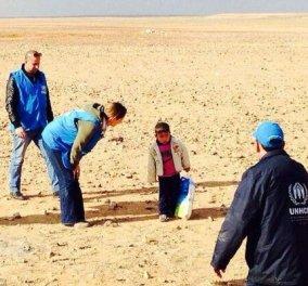 Αυτή είναι η αλήθεια της φωτογραφίας με τον 4χρονο παιδάκι από τη Συρία που βρέθηκε στην έρημο! - Κυρίως Φωτογραφία - Gallery - Video