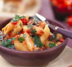 Πένες με ελιές, ντομάτα και κάπαρη για το σημερινό μας τραπέζι από τον σεφ Λευτέρη Λαζάρου! - Κυρίως Φωτογραφία - Gallery - Video