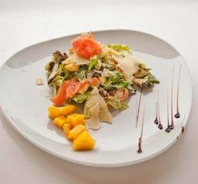 Σαλάτα με μάνγκο και καπνιστό σολομό μας φτιάχνει ο σεφ μας Βασίλης Παπαζαχαρίου-Εξωτική και εύκολη ό,τι πρέπει για βράδυ! - Κυρίως Φωτογραφία - Gallery - Video