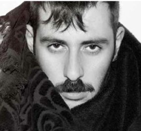 O αντισυμβατικός σχεδιαστής μόδας, Theodore Leventakis, σε μια χειμαρρώδη συνέντευξη... Διαβάστε τη! - Κυρίως Φωτογραφία - Gallery - Video