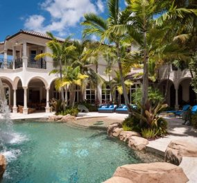 Γιατί πουλιέται 35 εκατ. δολ. αυτή η βίλα στη Φλόριντα; 8229 τ.μ. σε 8 υπνοδωμάτια, 2 playroom, γήπεδα, home theater, δυο πισίνες και τζακούζι φυσικά (φωτό) - Κυρίως Φωτογραφία - Gallery - Video