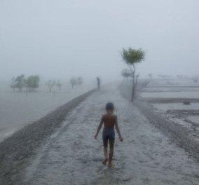 Η Φωτογραφία της ημέρας: Βροχή στο Μπαγκλαντές  - Κυρίως Φωτογραφία - Gallery - Video