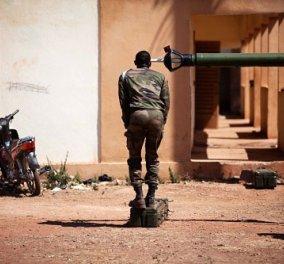 Η Φωτογραφία της ημέρας: Ξεκινούν οι χερσαίες επιχειρήσεις της Γαλλίας στο Μάλι - Κυρίως Φωτογραφία - Gallery - Video