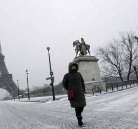 Η φωτογραφία της ημέρας: Χιόνια στο Παρίσι και στον Πύργο του Άιφελ  - Κυρίως Φωτογραφία - Gallery - Video