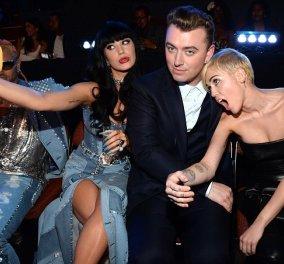 MTV awards & ιδού τα παγκόσμια selfies: απαστράπτουσες Τζένιφερ Λόοπεζ αγκαλιά με Τέιλορ Σουίφτ, μουρλή as usual η Μάιλυ Σάιρους, όπου γάμος & γιορτή η Καρντάσιαν πρώτη & άλλα κουλά (φωτό & βίντεο) - Κυρίως Φωτογραφία - Gallery - Video