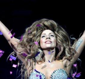 Στη διαστημική πτήση της Virgin Galactic το 2015 θέλει να τραγουδήσει η Lady Gaga-Ντουέτο με τον Ντέιβιντ Μπόουι ! - Κυρίως Φωτογραφία - Gallery - Video